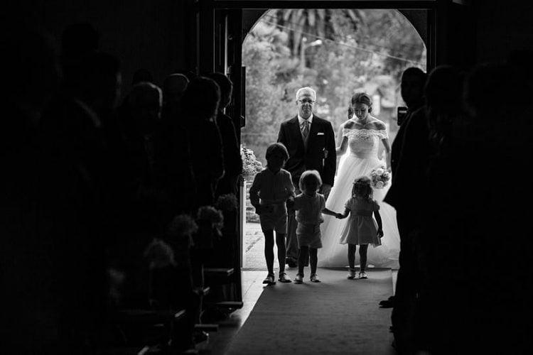 Entrada de novia en la Iglesia de e San Juan De Ouces de Bergondo