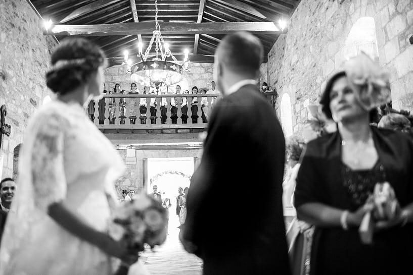 Coro de Donaire en la iglesia de San Ciprián de Bribes durante una boda
