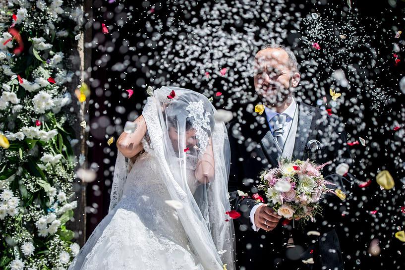 Arroz a la salida de la boda en de la Iglesia de San Ciprián de Bribes