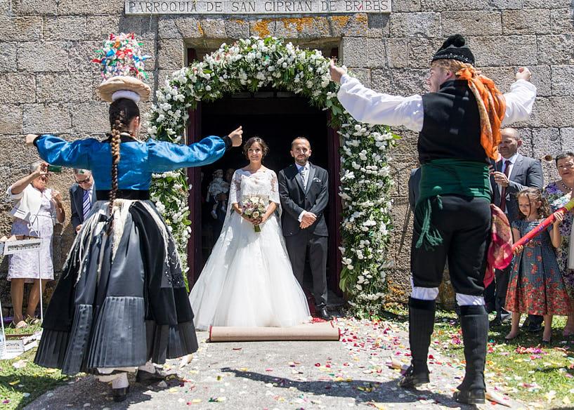 Actuación del la asociación Cultural Donaire en una boda