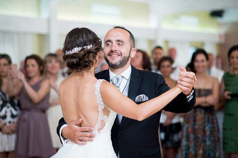 Baile de novios en el Restaurante el Pantano el día de su boda