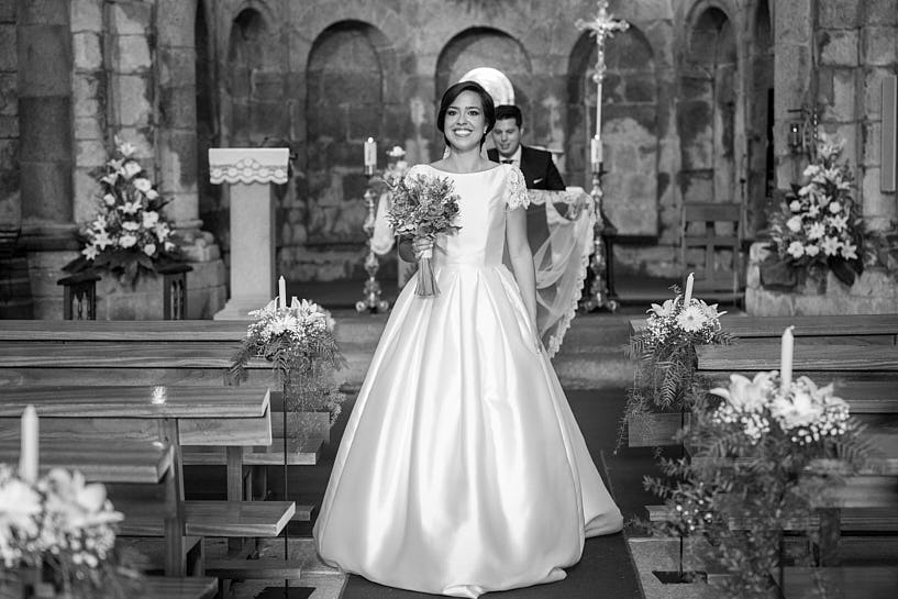Novia durante una Boda en Colegiata Santa María a Real do Sar