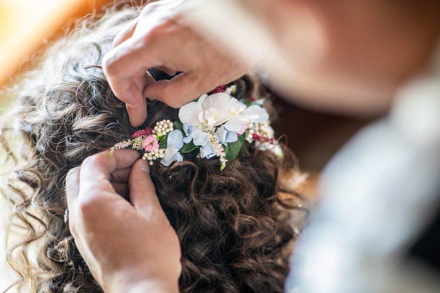 Detalle del tocado de Rosi Redondo Floristas de Milladoiro