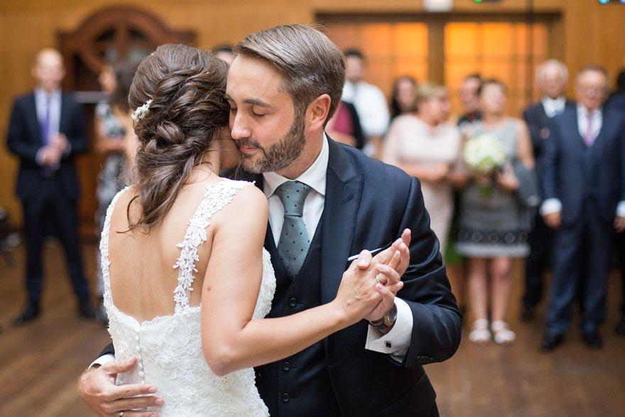 Baile de los novios durante una boda en el hotel Palacio del Carmen de Santiago de Compostela