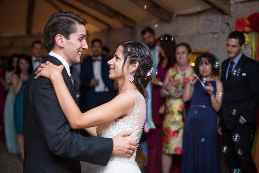 Baile de los novios durante la fiesta de la boda en la Rectoral de Cobres fue responsabilidad de Tocata DJ's