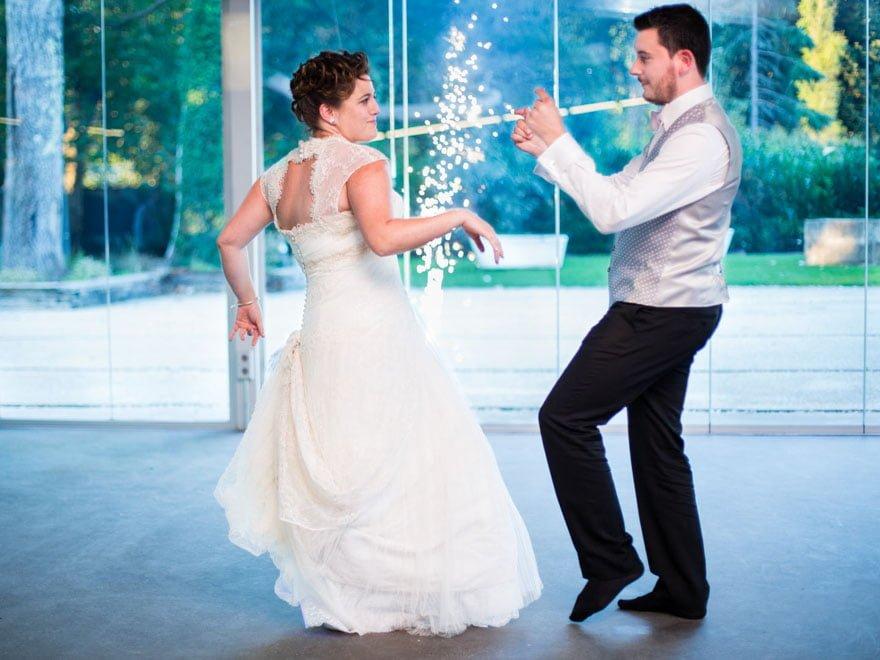 Baile de novios durante su boda en O xardin das termas Termas de Cuntis